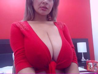 JuicyBigTits webcam